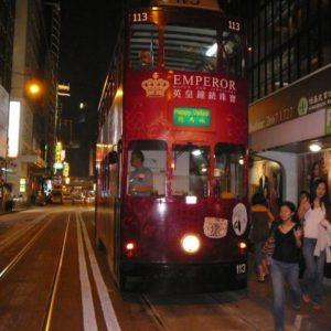 z zabytkowymi tramwajami.