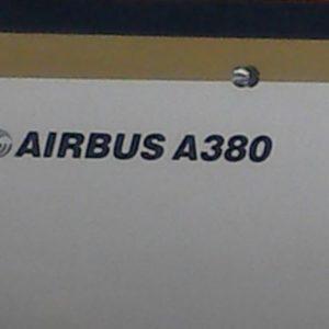 - największy pasażerski dwupoziomowy stalowy ptak - zabiera 555 osób.