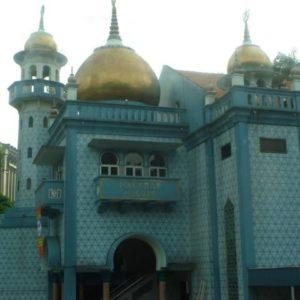 lub w okolicach meczetu,