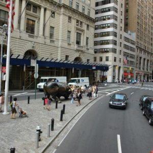Na lewo jest Wall Street.