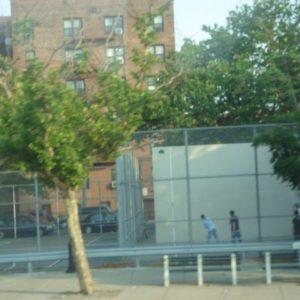 Boisko dla młodzieży na Brooklynie.